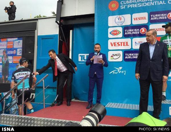 دست گل جدید اردوغان + عکس