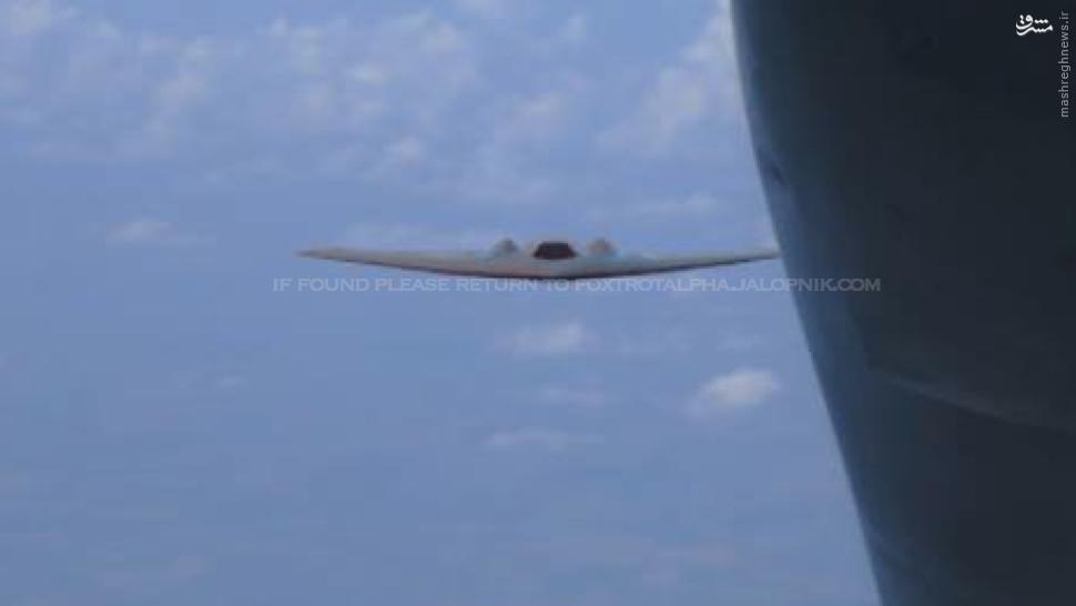 عکس/ سوختگیری هوایی پهپاد RQ-170