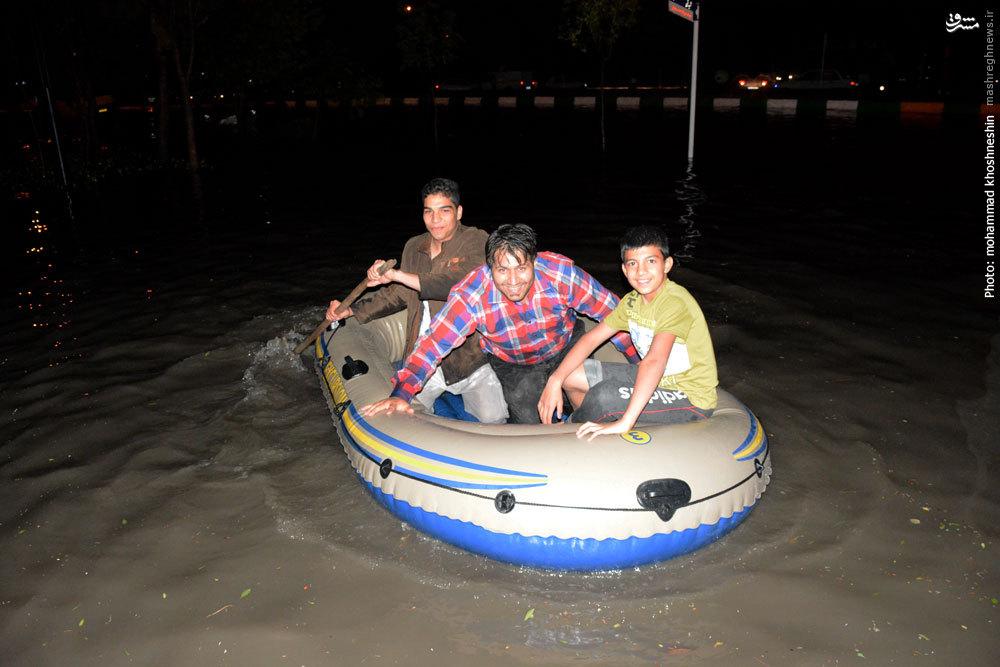 عکس/ قایق سواری در خیابان های مشهد