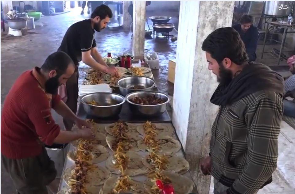 عکس/ سفرههای رنگین داعش برای جذب نیرو