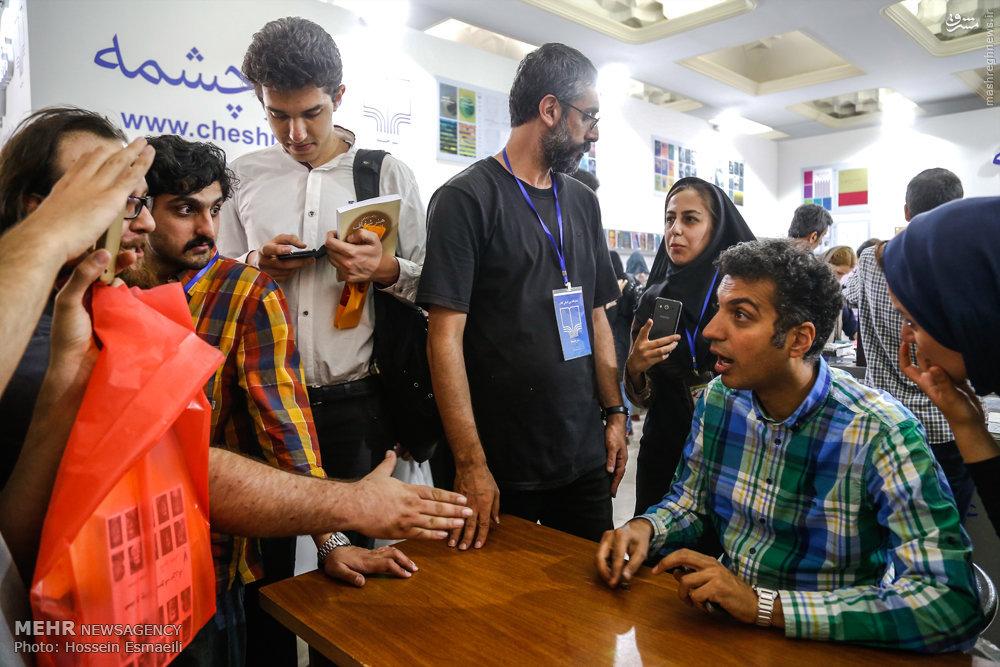 عکس/ عادل فردوسیپور در نمایشگاه کتاب
