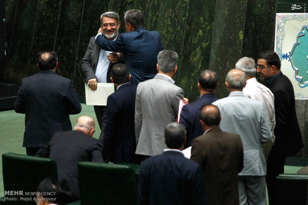 عکس/ وزیر ورزش در آغوش مجلسیها