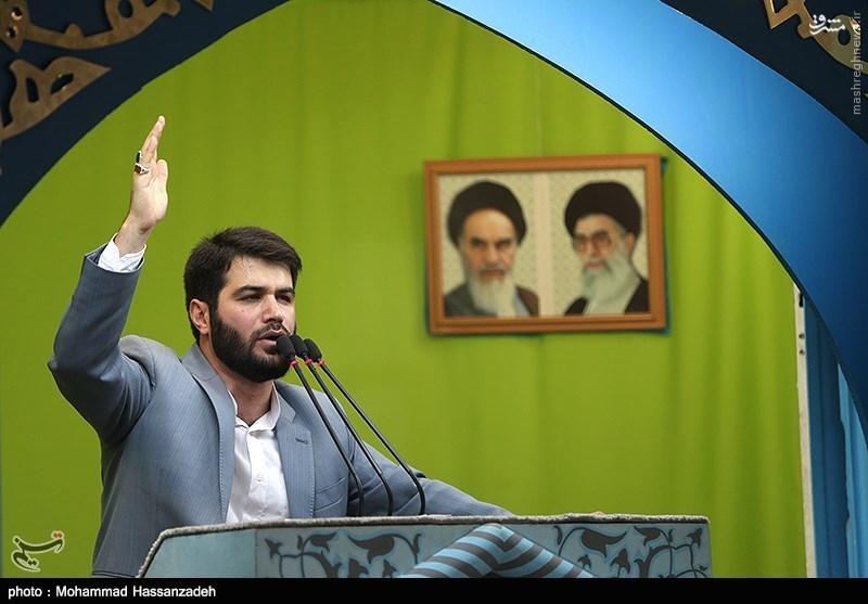 عکس/ مداحی میثم مطیعی در نمازجمعه