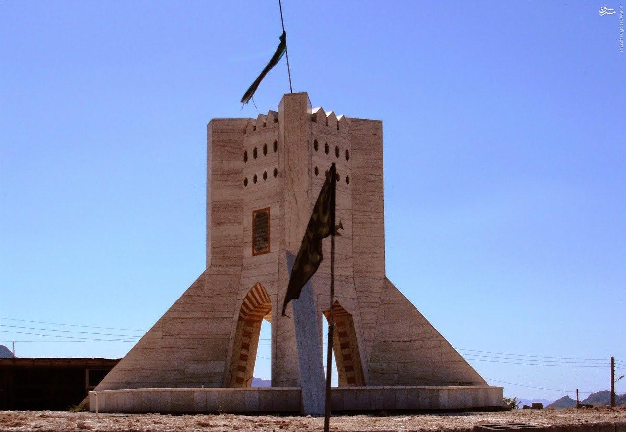 عکس/همزاد برج آزادی در یزد