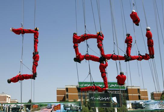 عکس/ هنرنمایی جالب در مراسم امروز سپاه