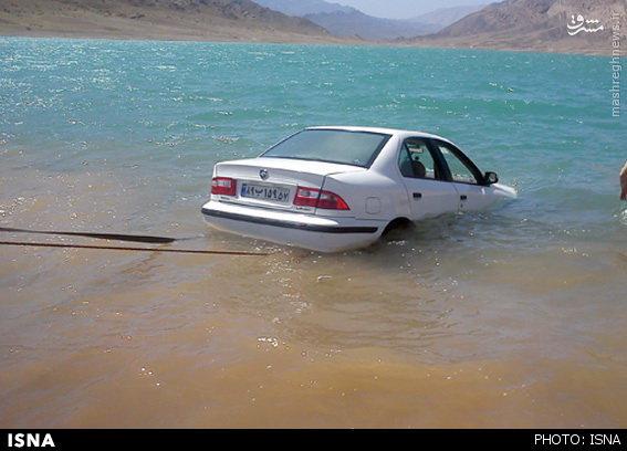 عکس/ غرق شدن یک دستگاه سمند در سد الغدیر ساوه