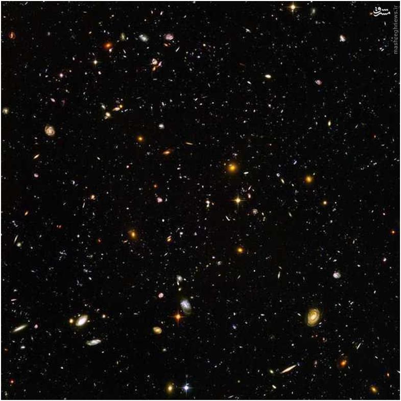 اجازه دهید، نگاهی فراتر داشته باشیم. در تصویر زیر که توسط تلسکوپ فضایی هابل گرفته شده، هزاران هزار کهکشان وجود دارد که میلیونها ستاره را در خود جای داده است