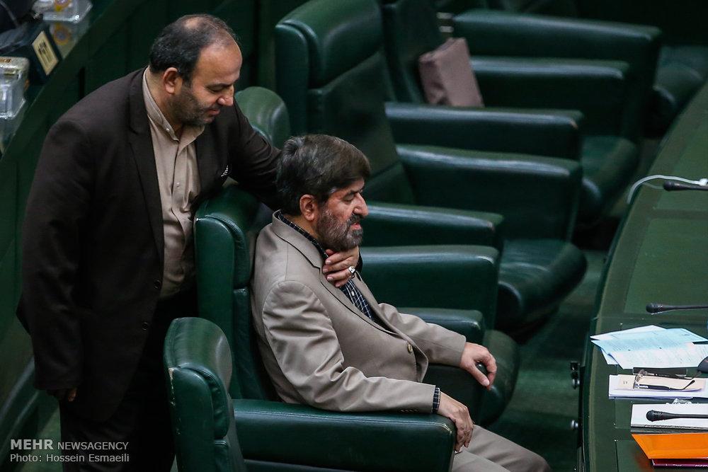 عکس/ غافلگیرکردن علی مطهری در مجلس
