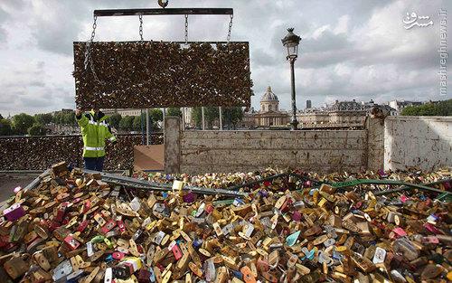 عکس/ جمع آوری قفل عشاق در پاریس