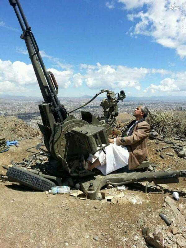 عکس/ رزمنده یمنی پشت پدافند هوایی