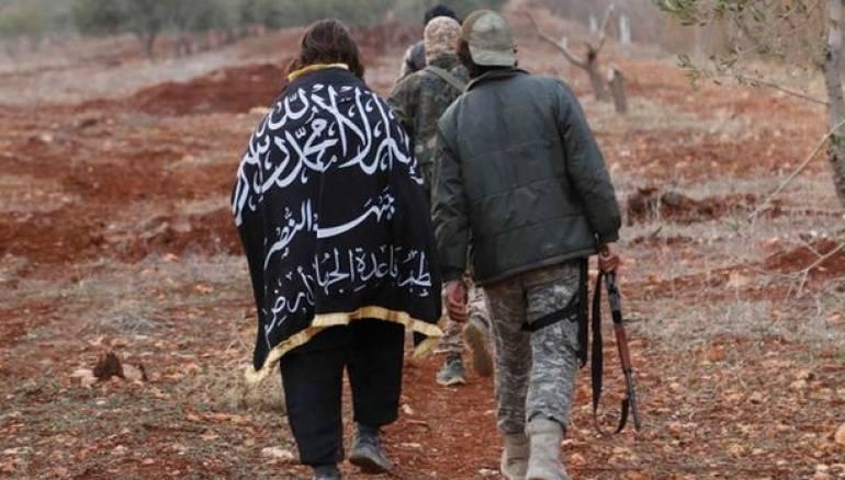 سرکرده جبهة النصرة: آمریکاییها با بشار اسد توافق کردهاند/ جنجال لباس و صندلی الجولانی در مصاحبه با الجزیره +عکس