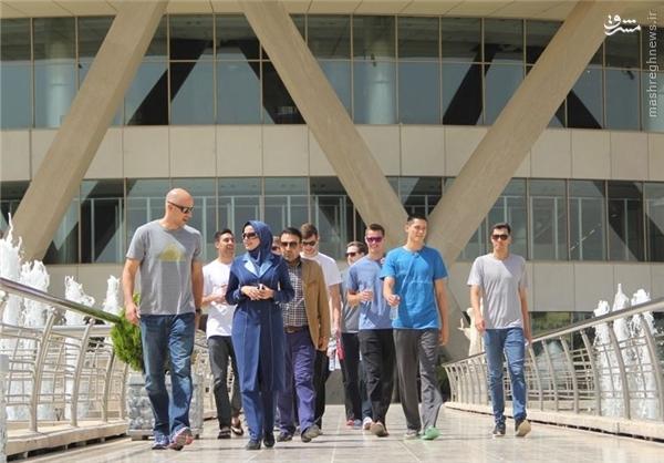 گشت و گذار والیبالیستهای آمریکا در تهران +تصاویر
