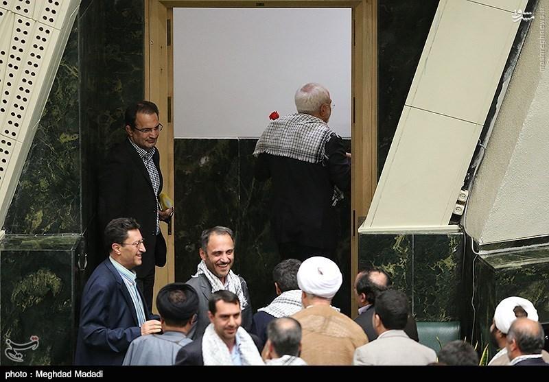 عکس/ چفیه ظریف در مجلس