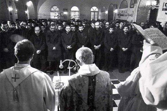 عکس/اسرای عراقی ارمنی و آشوری در کلیسا