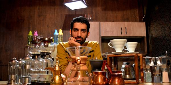 طلبهای که با کافهداری، تبلیغ می کند + عکس