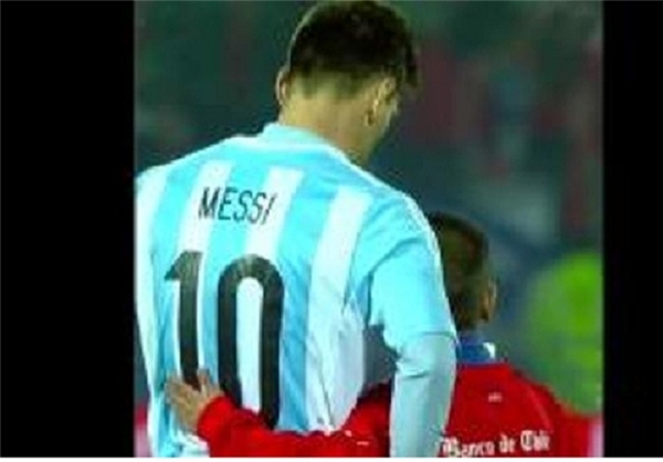 سلفی کودک شیلیایی با مسی مغموم+عکس
