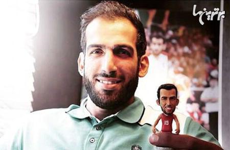 عکس/ حامد حدادی در کنار عروسک خود!