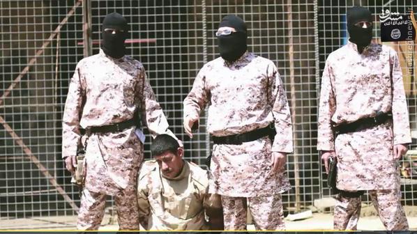 اعدام وحشیانه سرباز ارتش عراق توسط داعش+تصاویر