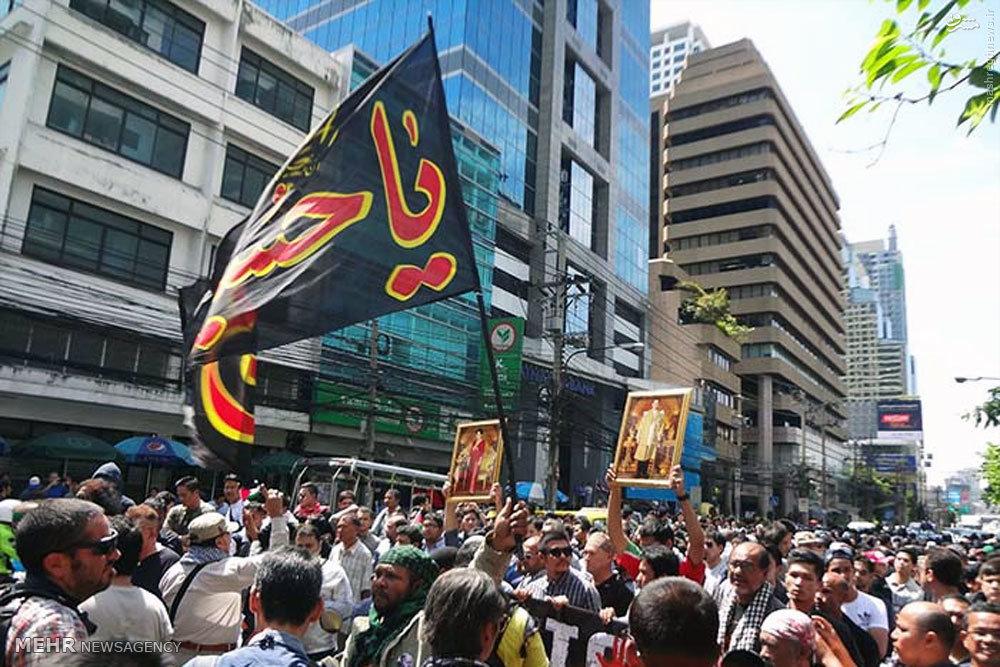 عکس/احتزاز پرچم«یا حسین»در خیابانهای تایلند
