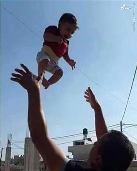 پدر نوزاد شهید فلسطینی به فرزندش پیوست
