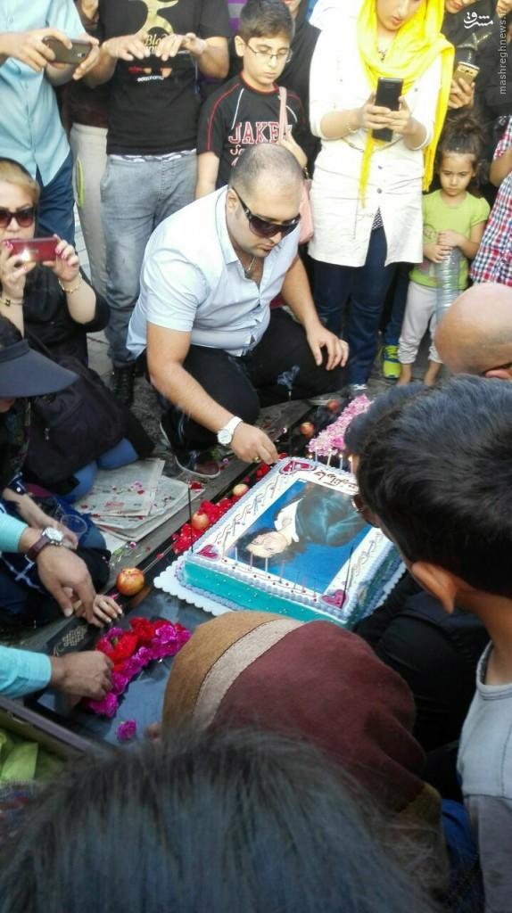 جشن تولد مرتضی پاشایی در بهشت زهرا+عکس