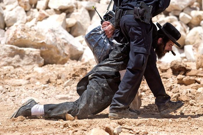 عکس/ یگان ویژه اسرائیل به خودیها هم رحم نمیکند