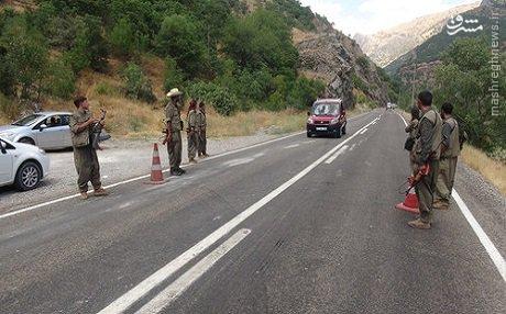 ایست و بازرسی تروریستهای پ.ک.ک در جاده های ترکیه!+تصاویر