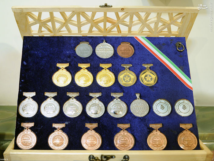 عکس/ مدالهایی که بسیجیان تقدیم رهبرانقلاب کردند