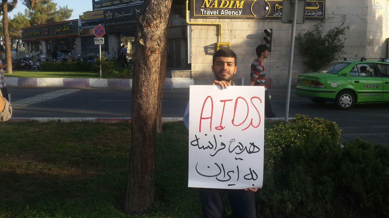 تجمع در فرودگاه تهران در اعتراض به حضور فابیوس +تصاویر