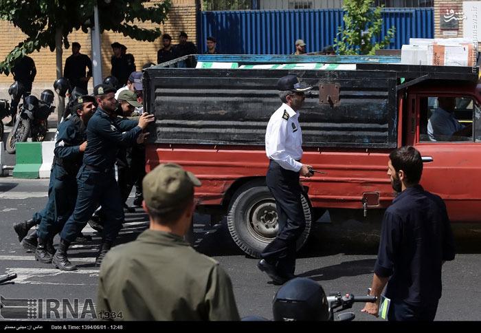 عکس/ نیسان دردسرساز مقابل سفارت انگلیس