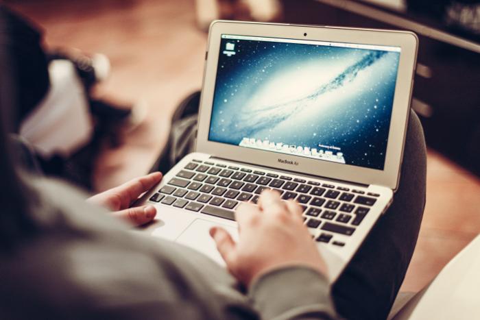 آیپد ایر در مقایسه با مکبوک ایر؛ کدام دستگاه قابل حمل اپل را انتخاب کنیم؟