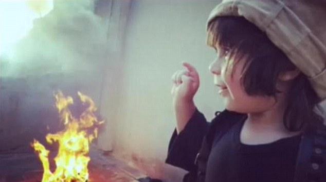 کودک داعشی دومین روش اعدام را آموخت+تصاویر