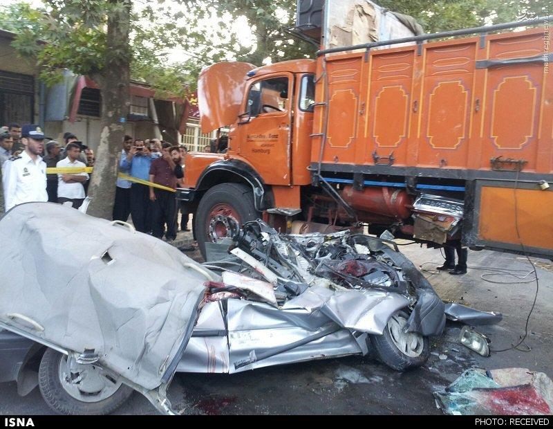عکس/ عبور مرگبار کامیون از روی پراید در ایلام