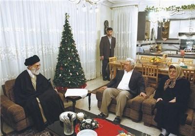 1207594 868 شوخی رهبر انقلاب با خانواده شهید ارمنی برای یک استکان چای