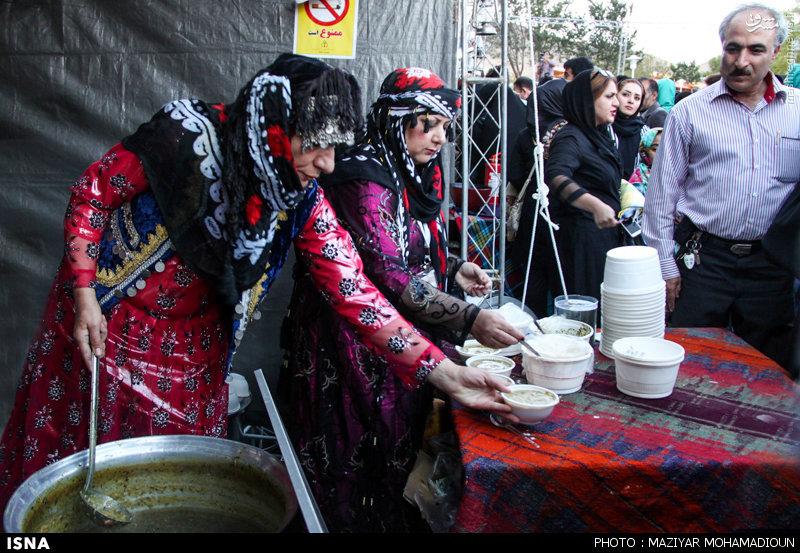 عکس/ رقص شمشیر با طعم آش ایرانی
