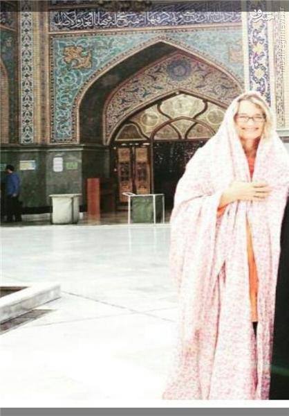 عکس/ چادری شدن مدیر آمریکایی در امامزاده صالح