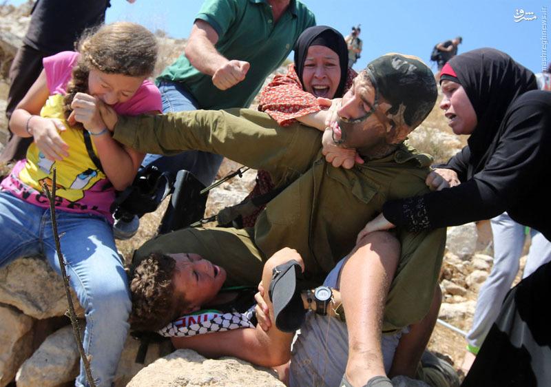 عکس/درگیری نظامیان صهیونیست با دختران و زنان فلسطینی