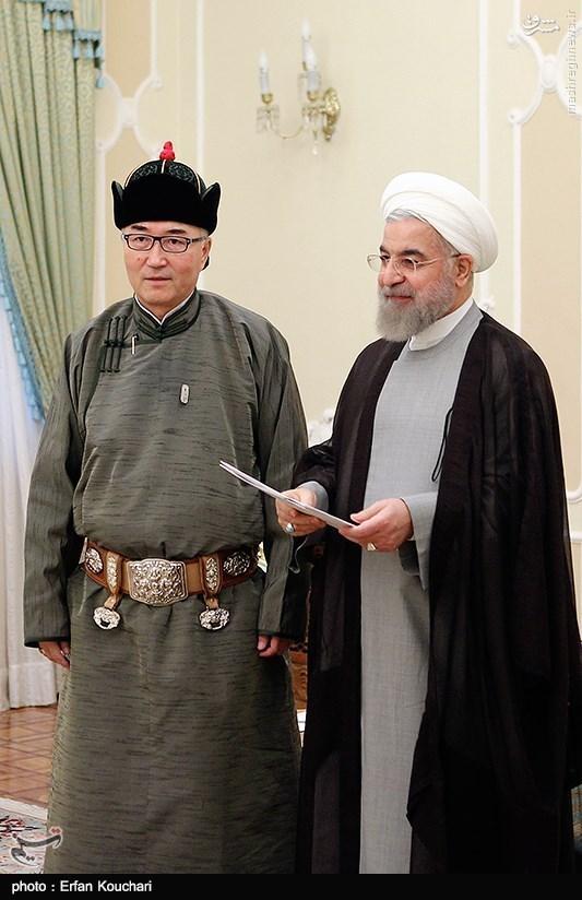 عکس/ لباس مغولی سفیر در ساختمان ریاست جمهوری