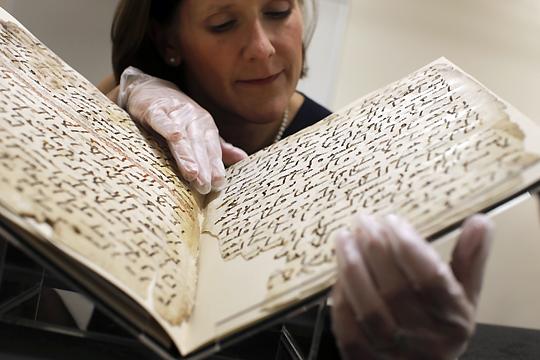 علتیابی رونمایی نسخههای قدیمی قرآن در اروپا و نگهداری آن توسط کشیشها +فیلم و عکس