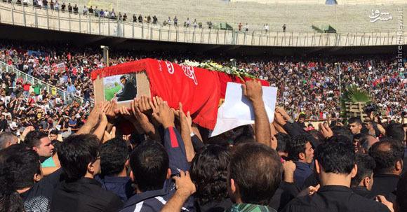 پیکر هادی نوروزی تشییع شد/ آخرین حضور کاپیتان در ورزشگاه آزادی جاودانه شد/ اشکهای جادوگر و سلفیهای بیموقع