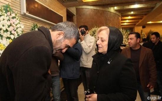 اشکهای همسر حجازی در آغوش همسر نوروزی