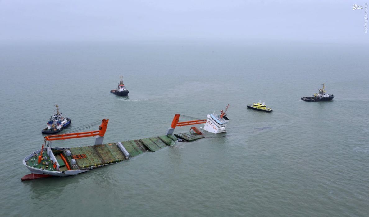 عکس/ غرق شدن کشتی باری هلند در آبهای بلژیک
