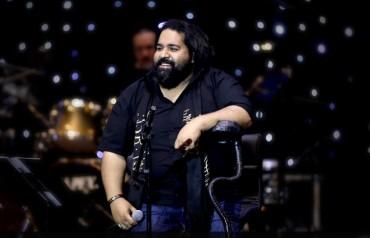 رضا صادقی، خواننده ستارهها