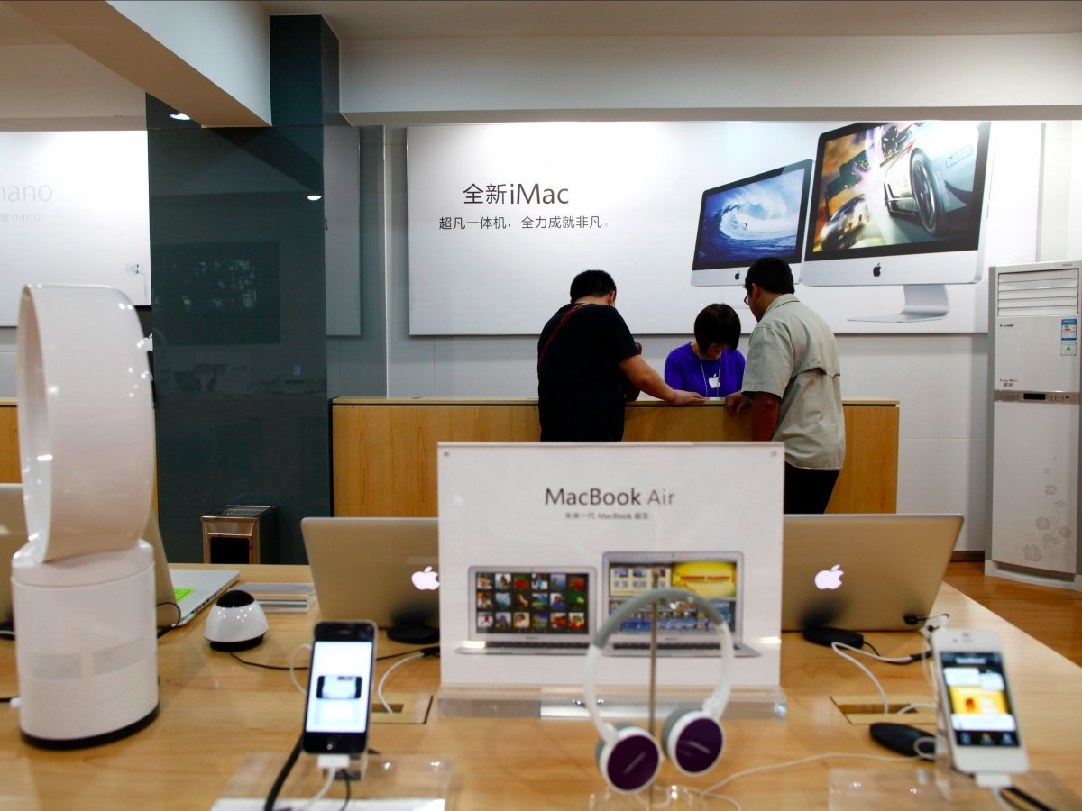 تصاویری از دهها فروشگاه غیرقانونی اپل در چین، کپی برابر اصل