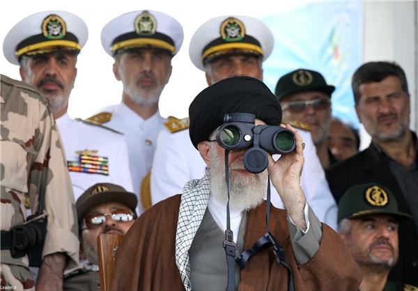 مانور دریایی ناوشکن دماوند مقابل فرمانده کل قوا در دریای خزر+عکس