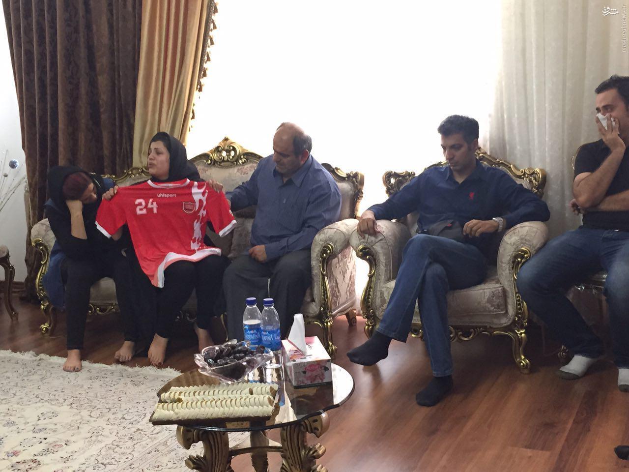 عکس/ عادل فردوسیپور در منزل مرحوم هادی نوروزی