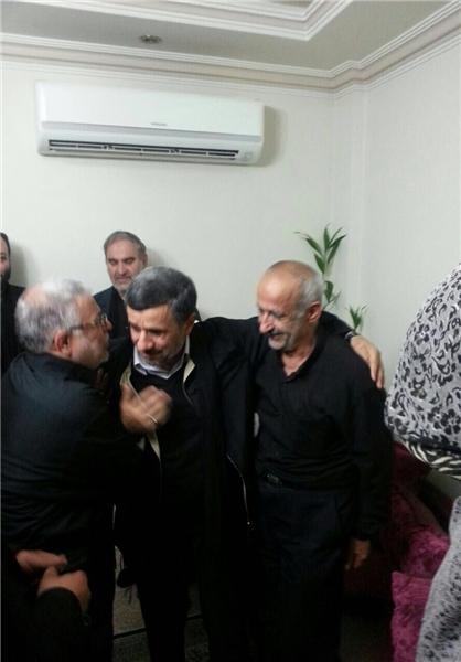 احمدینژاد در منزل شهید باقری حاضر شد+عکس
