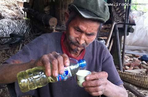 مرد عجیبی که 43 سال است گازوئیل میخورد +عکس