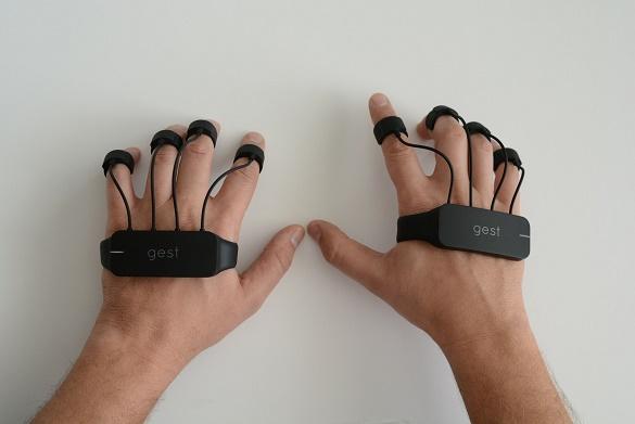 دستکشی که ماوس و صفحهکلید را کنار میزند