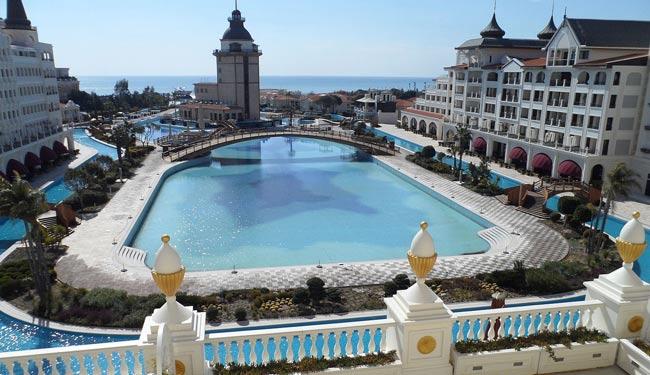 پادشاه عربستان هتلی را در آنتالیا کرایه کرد +عکس